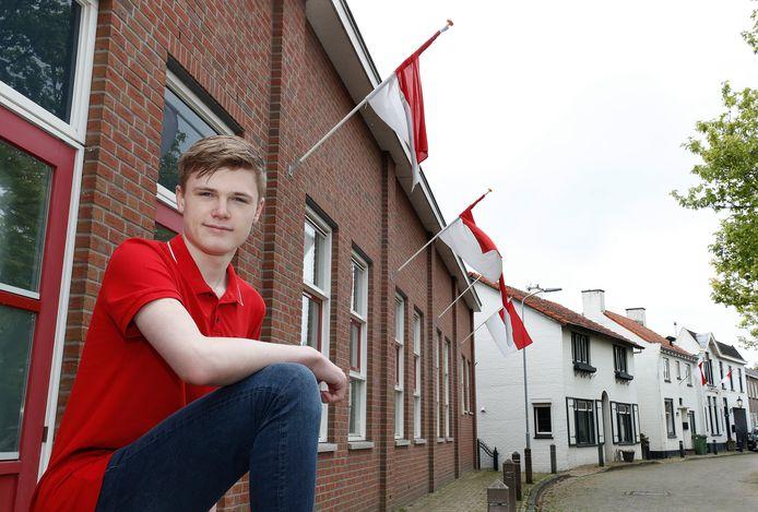 Tijs Wienhoven moet nog altijd wachten voordat hij zijn eerste Lobithse kermis kan vieren. Bij een dicht Gildehuis in Lobith vertelt hij hoe dat voelt.