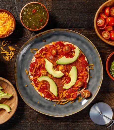 Wat Eten We Vandaag: Tortizza met vegetarische salami en jalapeño