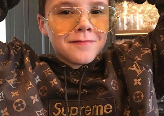 Cruz Beckham et son pull Louis Vuitton x Supreme