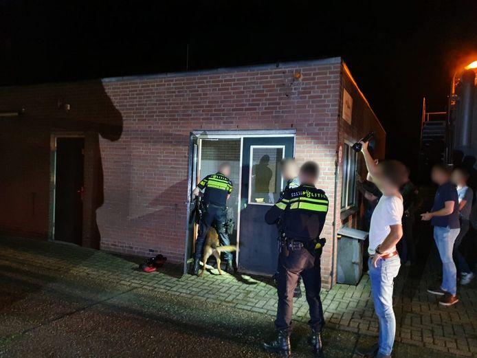 De politie arresteerde de naaktloper met gepast geweld.