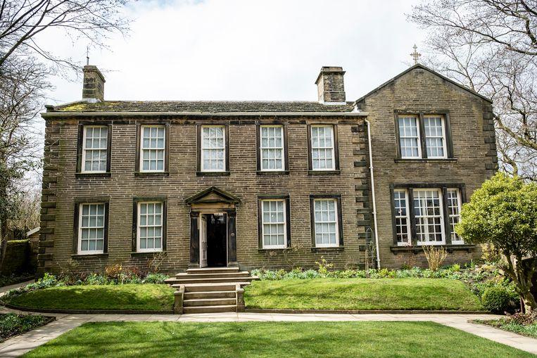 De pastorij in Haworth waar nu het Brontë Parsonage Museum is gevestigd. Beeld Alamy Stock Photo