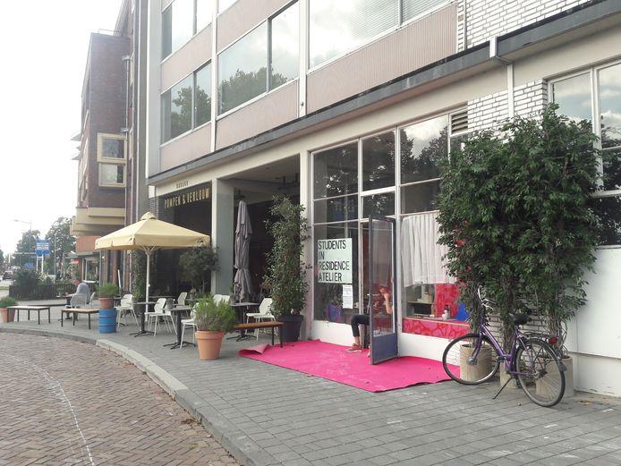 Restaurant Garage Pompen & Verlouw aan de Parklaan tegenover het Bossche Broek.