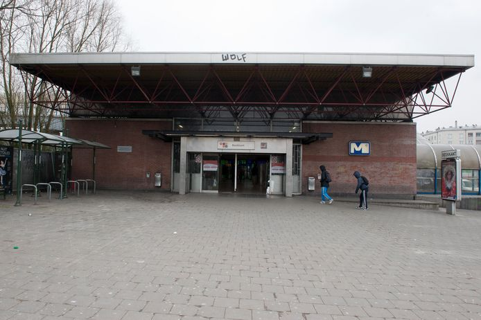 Er geldt een samenscholingsverbod in de omgeving van metrostation Beekkant