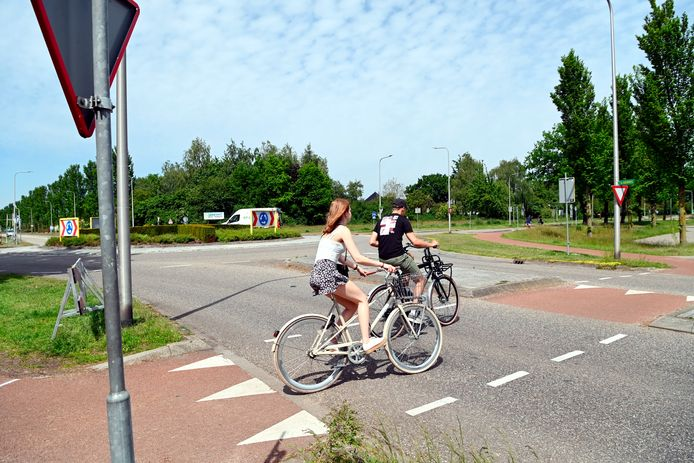 Bij de rotonde op de kruising van de Slagenweg en de Haarsweg moet een fietstunnel komen. Als het straks met de komst van meerdere scholen én een nieuwe route rond het centrum van Ommen drukker wordt, wil wethouder Leo Bongers voorbereid zijn.