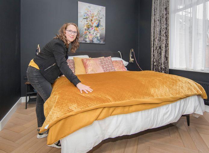 """Tamar Duivewaarde opende afgelopen week een B&B in Wemeldinge. ,,De eerste gasten kwamen uit Limburg: ze hadden een vlaai meegenomen. 'Gefeliciteerd', zeiden ze toen ze binnenkwamen. Dat was zo leuk!"""""""