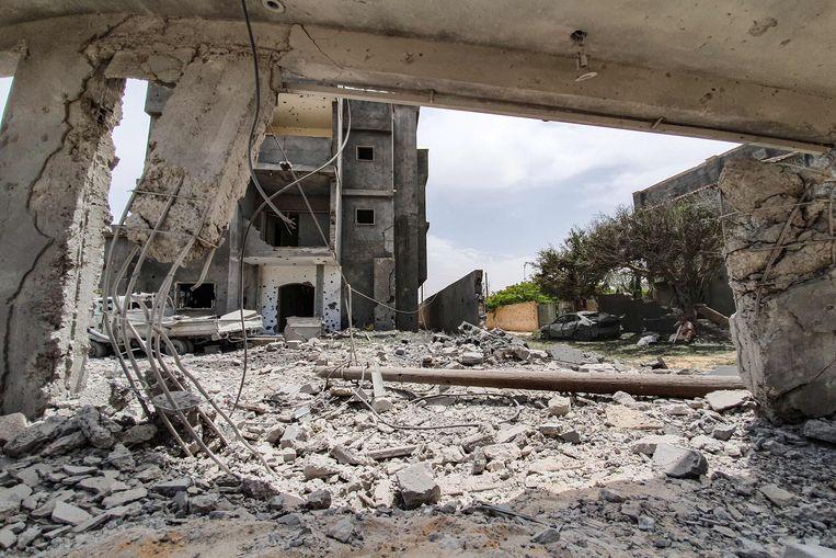 Libiërs komen samen in Tajoura, ten zuiden van de Libische hoofdstad Tripoli na een luchtaanval door Haftar-getrouwen.
