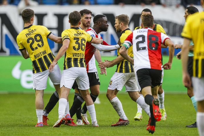 Feyenoord loses in Arnhem resulting from defensive errors; struggle in opposition to Vitesse ends with 9 males |  Eredivisie