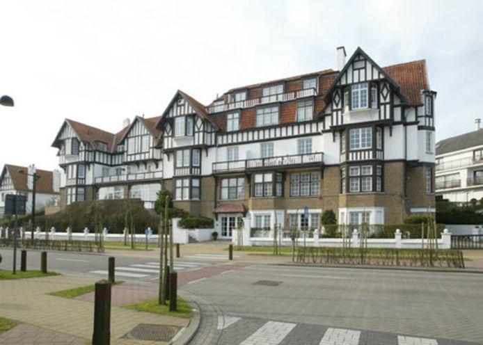 Het dak en de gevel van het vroegere Golfhotel worden gerestaureerd.