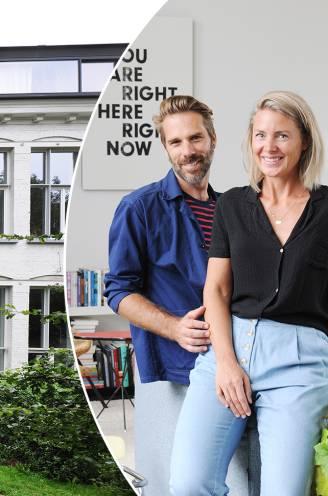 """""""Lang voor we hierheen kwamen, verzamelde ik al kleuterschoolstoeltjes"""": Marieke (42) en Tom (45) wonen met andere gezinnen in een oud schooltje"""