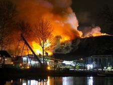 Uitslaande brand Plaswijckpark vermoedelijk aangestoken: politie onderzoekt snapchatfilmpje