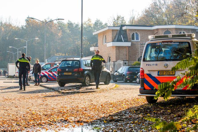 Inval op woonwagenkamp aan de Heezerweg in Eindhoven.