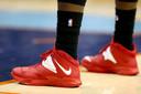 Uit protest tegen de uitlatingen van Donald Sterling droegen veel basketballers de voorbije dagen zwarte sokken.
