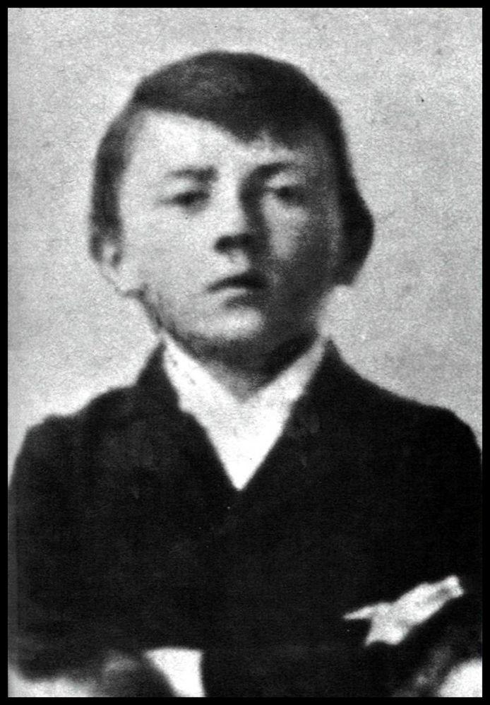 Adolf Hitler à l'âge de 10 ans en 1899.