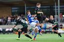 De Graafschap-speler Mike Pröpper midden in gevecht met twee spelers van Jong FC Groningen. foto Jan van den Brink