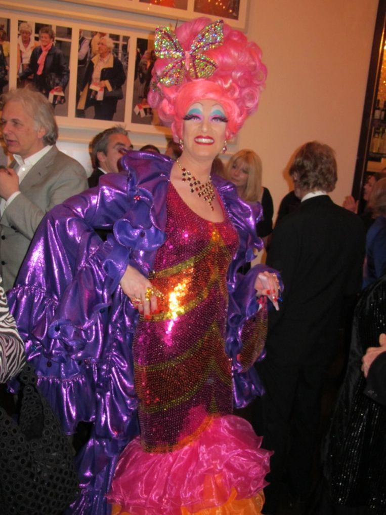Valerie Fladder dresses to impress. Een echte dame. <br /><br /> Beeld