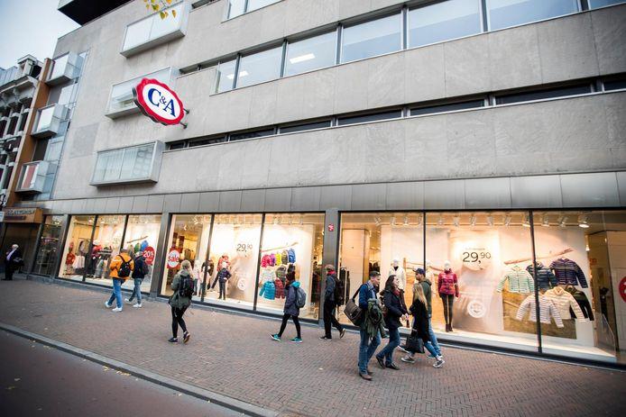 Exterieur van de C&A op het Vredenburg. De winkel sluit volgend jaar.