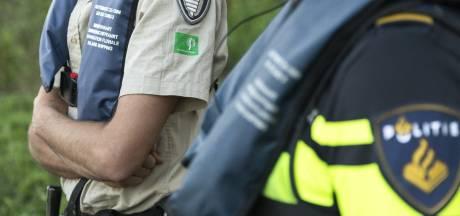 Overtreders op de bon: bos is 's avonds verboden terrein, maar dat lappen steeds meer mensen aan hun laars