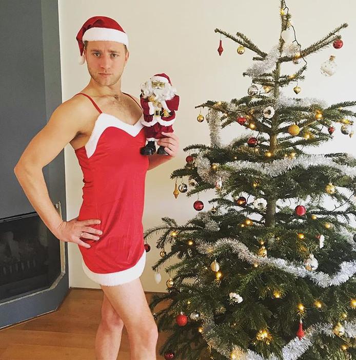 Jan Versteegh In Sexy Jurkje En Sylvie Viert Kerst Met Oma Show