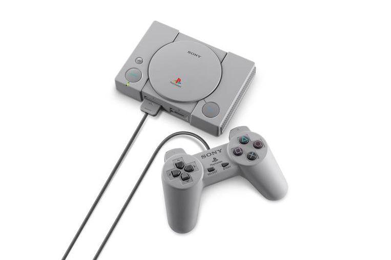 Historische spelcomputers in nieuwe miniversies: Sony's Playstation. Beeld -