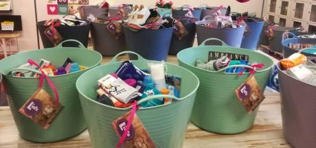 Vrijwilligers van Minima Ouders Gorinchem verrassen moeders met Moederdagcadeau