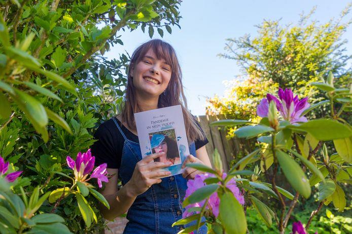 Kyra Antoni en haar boek Pandemie in mijn hoofd.