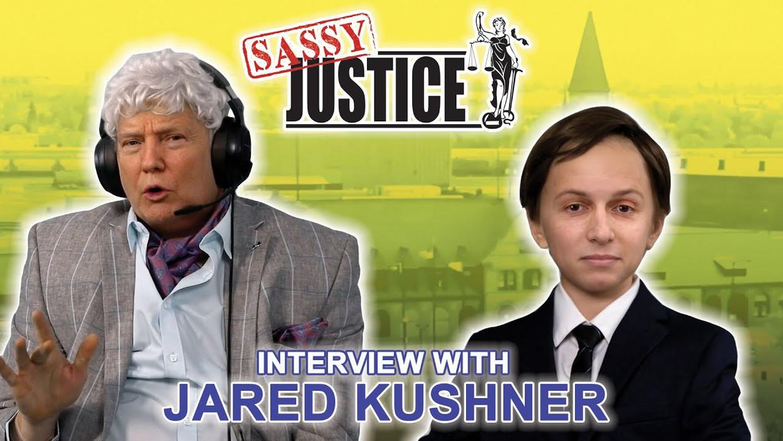 In Sassy Justice is de plaatselijke verslaggever Fred Sassy Donald Trump met een pruik op.  Beeld