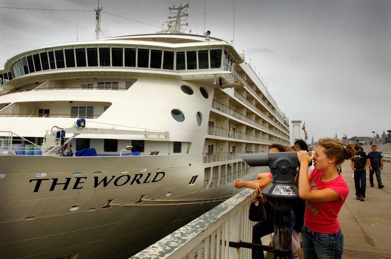 Cruiseschip The World in Antwerpen.  Beeld Thomas Vanhaute