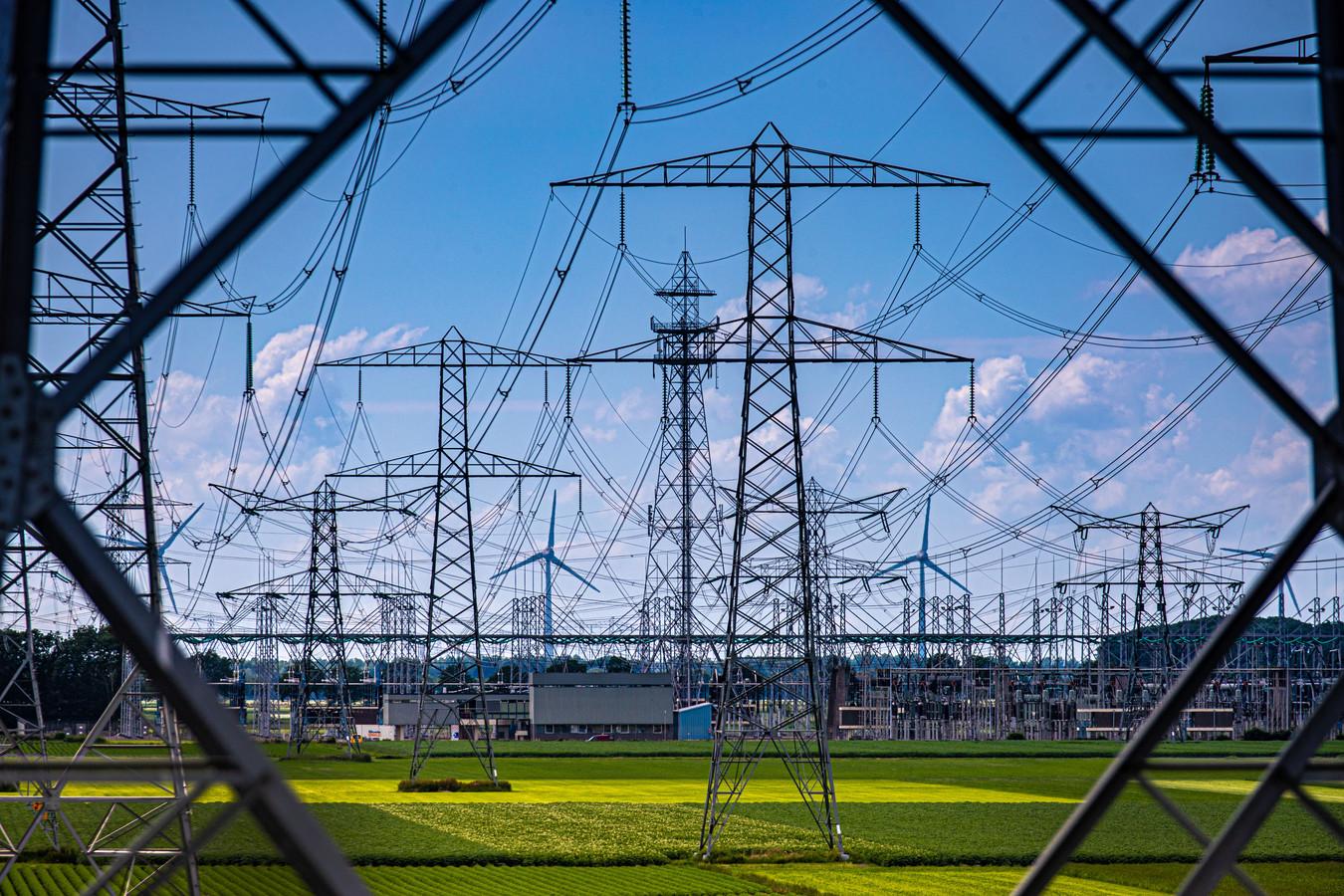 De coronapandemie kost netwerkbedrijven in Nederland miljoenen euro's doordat minder elektriciteit werd afgenomen.