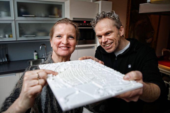Ontwerper Frederik ontwierp voor buurvrouw Hilda een 3D kaart van de buurt.