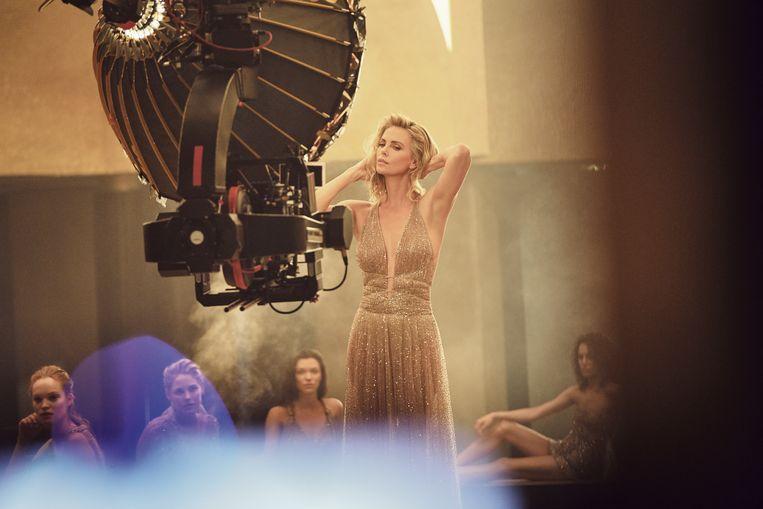 Hoewel ze 'the golden girl' is van Dior is ze allesbehalve een ijdeltuit.