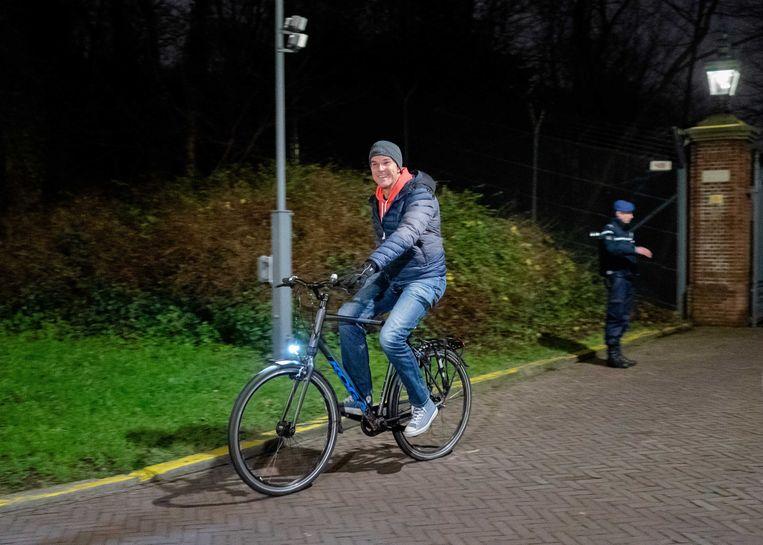 Premier Mark Rutte verlaat het Catshuis. Beeld ANP
