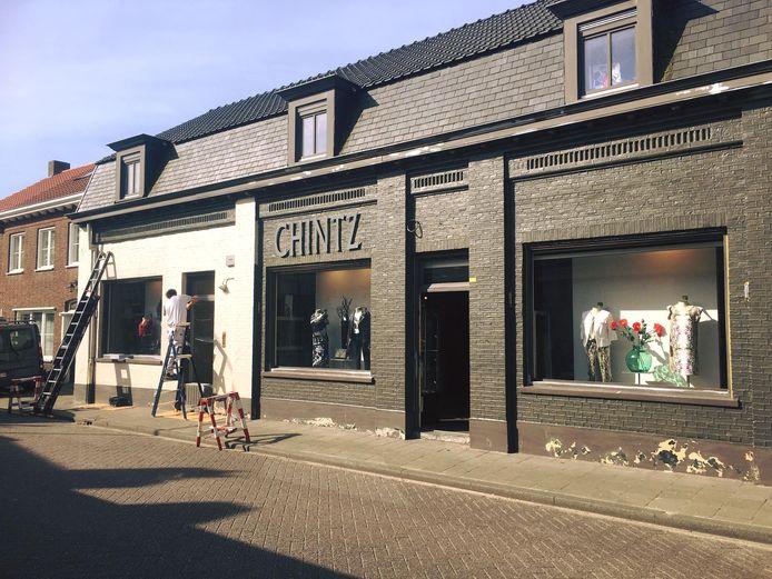 Dominique Mode is tijdelijk verhuisd naar het pand van de voormalige kledingwinkel Chintz in de Molenstraat