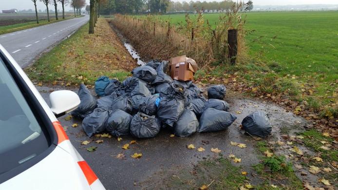 Langs de Langeweg lag een berg hennepafval.