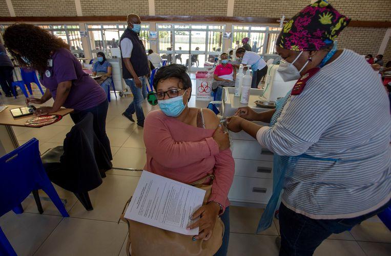 Afgelopen weken ontvingen 31 Afrikaanse landen hun eerste ladingen AstraZeneca. Ze werden gedoneerd via Covax, een internationaal initiatief dat coronavaccinaties beschikbaar stelt aan arme landen.  Beeld AP