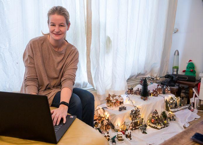 Tanja van Aalst zet zich Taskado in voor mensen die niet online kunnen shoppen en nu geen kerstcadeaus kunnen kopen, omdat ze bijvoorbeeld in de schuldsanering zitten.