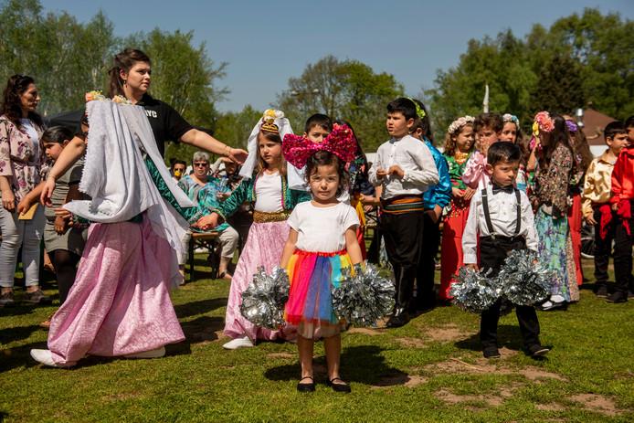Lentefestival Oosterhout op de Floralia. Thema is verbroedering tussen verschillende culturen. Organisatie is vanuit Turkse moskee. Turkse traditionele dansgroep Fidan geeft een demonstratie en er is vooral veel te eten.