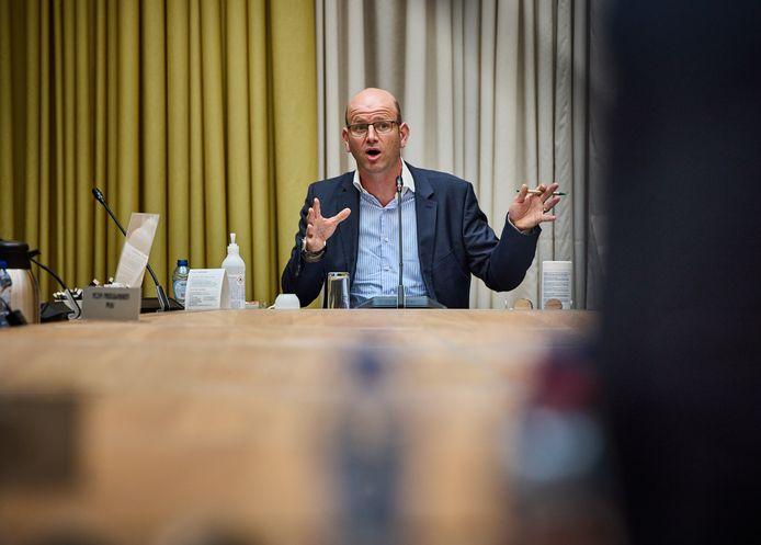 Dimitri van Kleef: ,,De stad ontwikkelt zich in positieve zin. Maar koppel het stadion los van de gebiedsontwikkeling. Aan het water kun je prachtige woningen bouwen.''