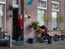 Moeder en zoon uit Kampen hopen dat B&B-kijker ziet zoals ze zijn: 'Hartelijk, gezellig en zonder poepas'