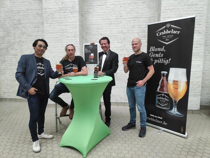 Benoit Dubrulle, Kristof Vanderbist en Jean-Marc Van Vynckt brachten het bier op de markt. Ze gaan het onder meer verdelen bij Tom De Vriendt, zaakvoerder van de Hopduvel op de Coupure.