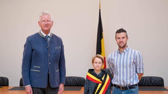 """Viek (10) wil kinderburgemeester worden, en wordt prompt uitgenodigd door Pieter De Crem: """"Aalter is mooiste gemeente ter wereld"""""""