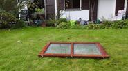 Dieven verwijderen raam tijdens inbraak