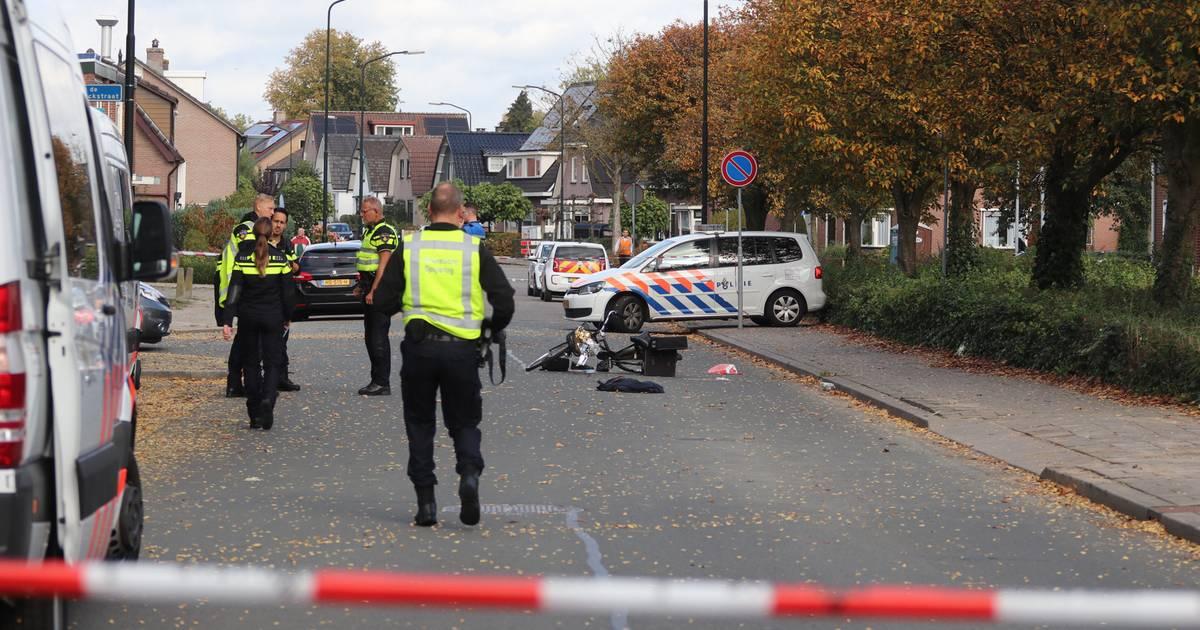 Vrachtwagenchauffeur bekneld geraakt na aanrijding op A12 bij De Meern.