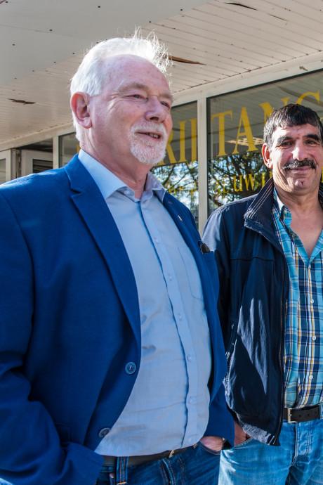 Oud burgemeester bezoekt Oosterwei: 'Het boek zit al in mijn hoofd'