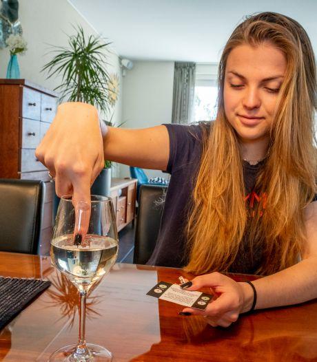 Dit kaartje laat zien of er drugs in je drankje zitten. 'Heftig. Iemand zou mij ook kunnen drogeren'
