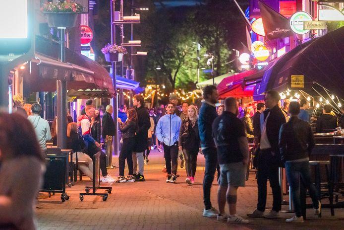 EINDHOVEN Stratumseind in Eindhoven. Ondernemers hier vrezen een kaalslag als de gemeente het toestaat dat er meer horeca- en feestlocaties bijkomen buiten het centrum