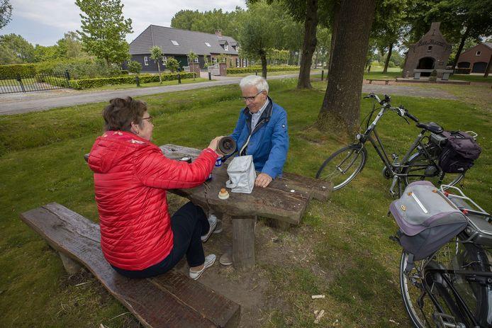 De heer en mevrouw Op 't Hoog uit Boxtel bij De Vleut.