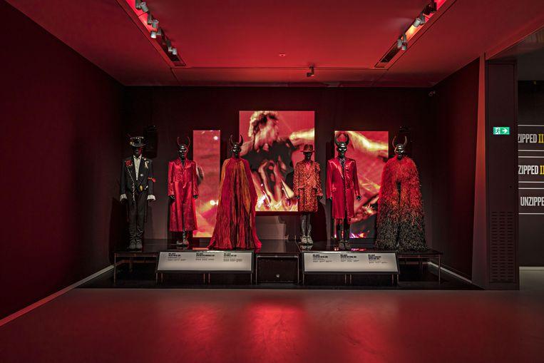Te zien in het museum: 45 outfits die de Stones in de loop der jaren op en naast het podium hebben gedragen Beeld Peter Tahl