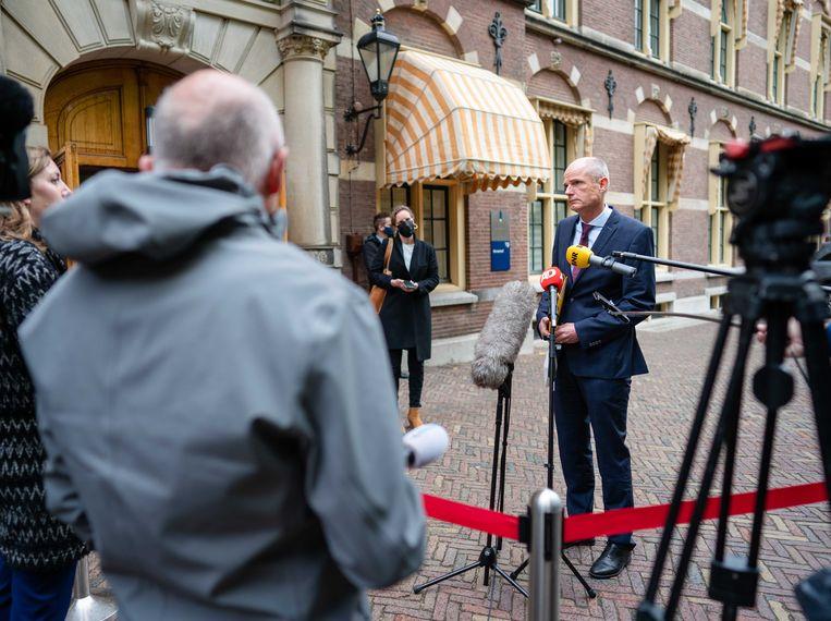 Demissionair Minister Stef Blok van Buitenlandse Zaken (VVD) op het Binnenhof. Beeld ANP