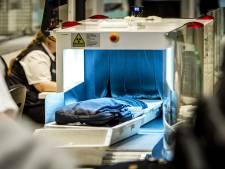 Beveiligers Schiphol willen actievoeren tegen werkdruk