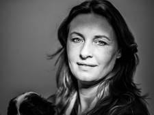 Dierenarts Sarah Dekker is en blijft een paardenmeisje: 'Ik heb altijd zoiets: ik doe de paarden zelf wel'